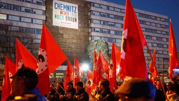 Демонстранты во время визита канцлера Германии Ангелы Меркель в Хемнице. 16 ноября 2018