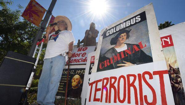 Акция протеста против Дня Колумба в Гранд-парке в Лос-Анджелесе