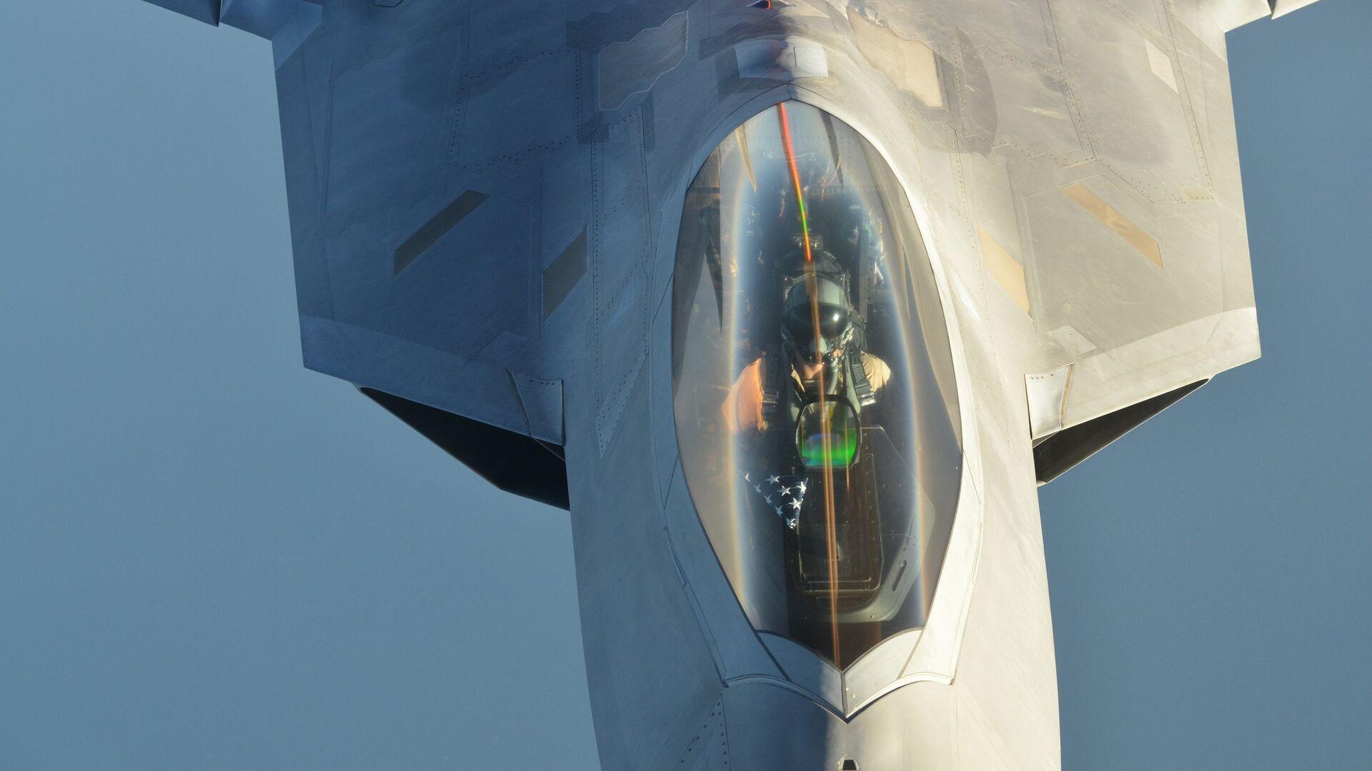 Истребитель ВВС США F-22 Raptor после проведения авиаударов в Сирии - РИА Новости, 1920, 14.02.2021