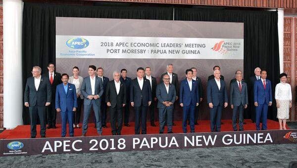 Совместное фотографирование лидеров экономик форума Азиатско-тихоокеанское экономическое сотрудничество в Порт-Морсби. 18 ноября 2018