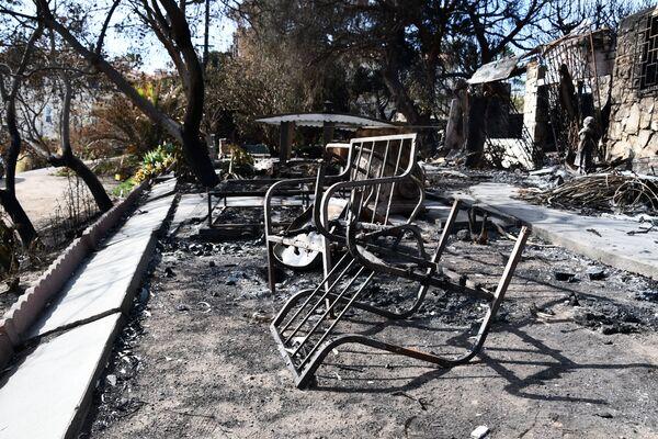 Последствия лесных пожаров в городе Малибу в штате Калифорния