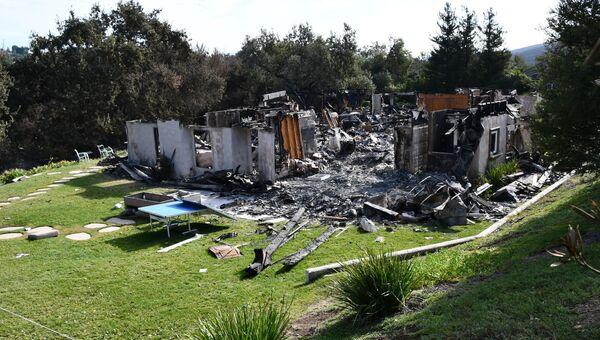 Здание сгоревшее в результате лесных пожаров в Калифорнии