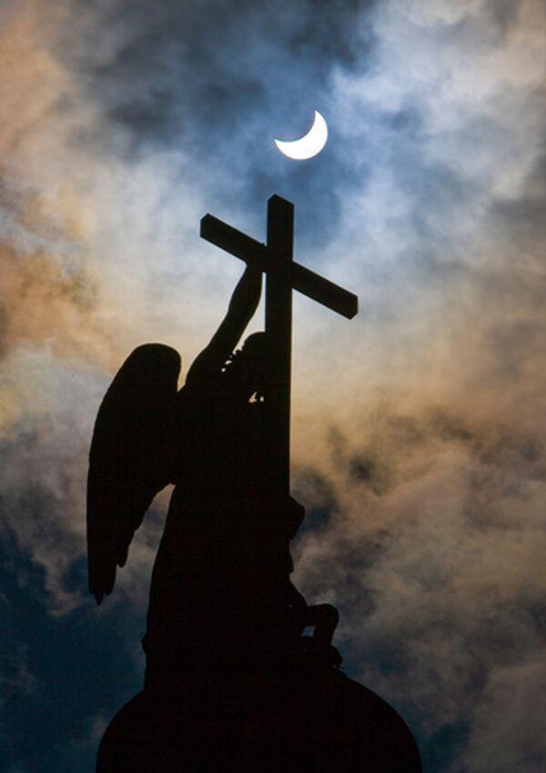 Религиозность, рассматриваемая обычно как важный компонент этой души, жива и здравствует в России