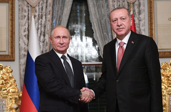 Президент России Владимир Путин и президент Турции Реджеп Тайип Эрдоган во время встречи в Стамбуле