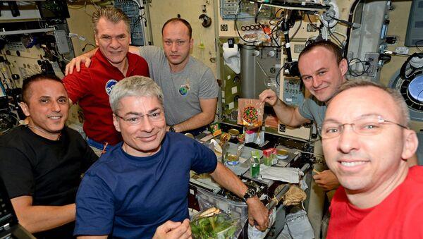 Празднование дня рождения на борту МКС