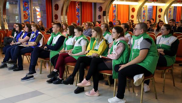 Быть командой: волонтеры Абилимпикс прошли обучение накануне соревнований