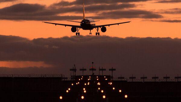 Посадка самолета в аэропорту