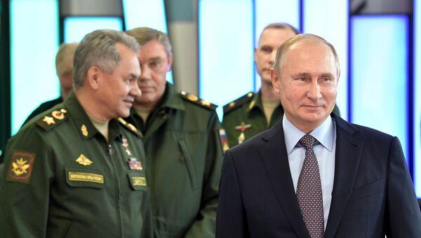 Президент РФ Владимир Путин во время посещения Военного инновационного технополиса Эра в Анапе. 22 ноября 2018
