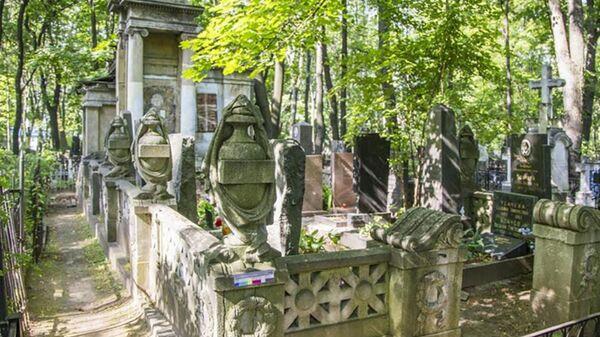 Cклеп семейства Кноп эпохи неоклассицизма на Введенском кладбище в Москве