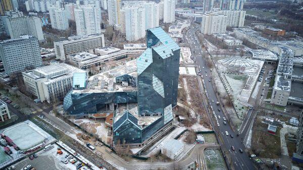 Недостроенное здание делового бизнес-центра Зенит в районе Тропарёво-Никулино в Москве