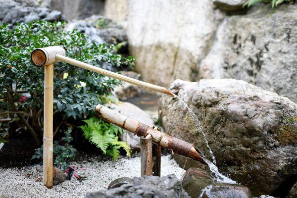 Фонтан на открытии Японского сада на территории парка Айвазовское
