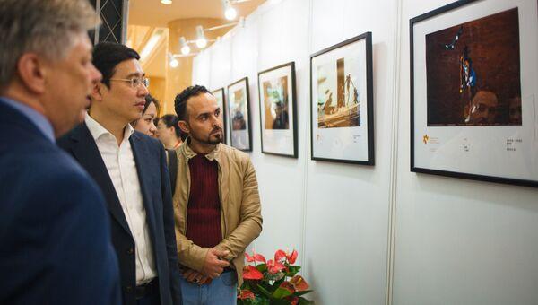 Выставка победителей Международного конкурса фотожурналистики имени Андрея Стенина в Шанхае