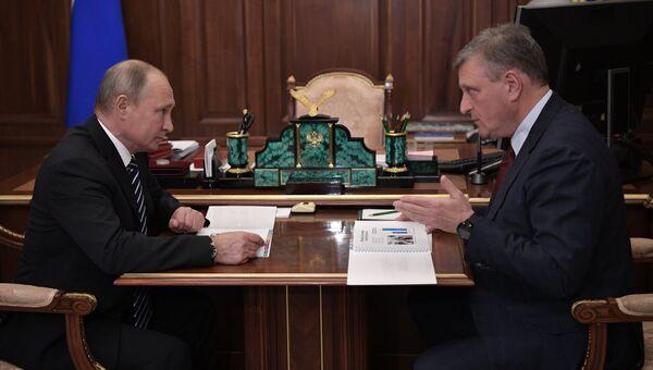 Президент РФ Владимир Путин и губернатор Кировской области Игорь Васильев во время встречи. 26 ноября 2018