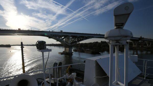 Мост через реку Волгу в городе Дубна. Архивное фото