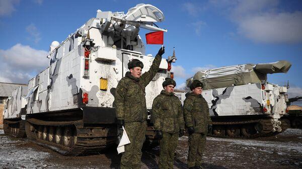 Арктические комплексы ПВО Тор-М2ДТ на торжественной церемонии передачи в общевойсковое соединение Северного флота