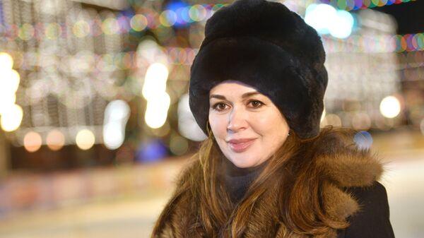 Актриса Анастасия Заворотнюк на открытии ГУМ-катка на Красной площади в Москве