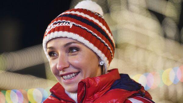 Олимпийская чемпионка по фигурному катанию Татьяна Навка на открытии ГУМ-катка на Красной площади в Москве