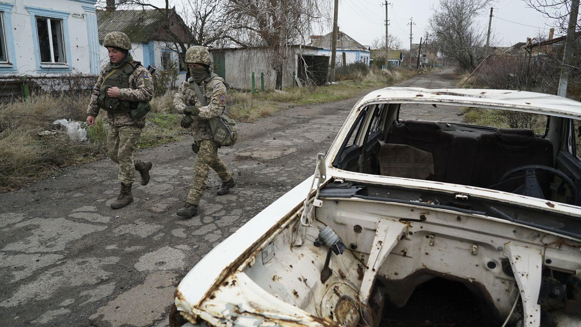 Украинские военные на линии разграничения в Донбассе. 28 ноября 2018 - РИА Новости, 1920, 12.01.2021