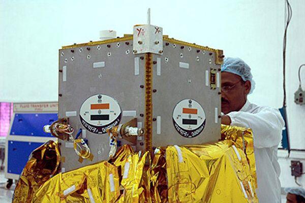 Индийский космический зонд Чандраян-1 готовят к запуску