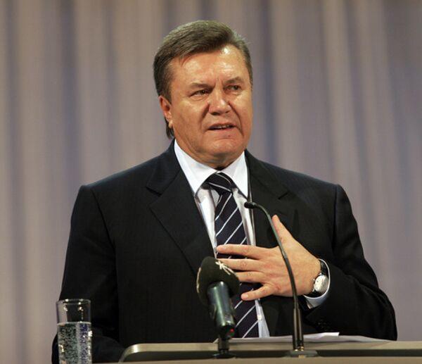 Янукович обещает исправить отношения с Россией, когда придет к власти