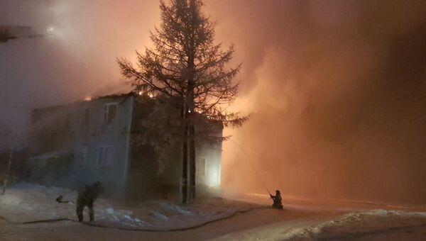 Ликвидация пожара в жилом деревянном доме в городе Новый Уренгой. 2 декабря 2018