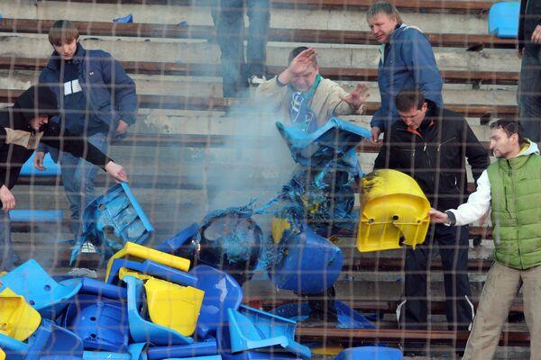 Болельщики «Крыльев» ответили на невнятную игру своего клуба костром из кресел