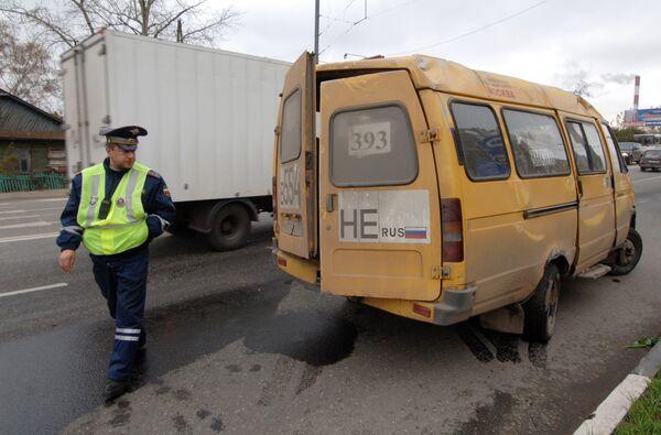Жительница Магадана пострадала в столкновении милицейской машины и маршрутного такси
