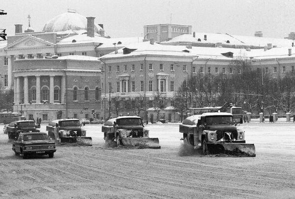 Снегоуборочные машины на  улице Москвы