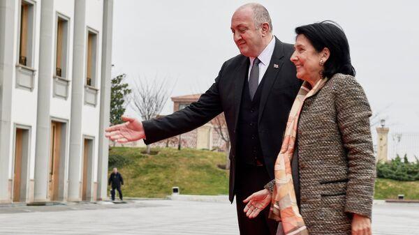 Действующий президент Грузии Георгий Маргвелашвили и избранный президент Грузии Саломе Зурабишвили