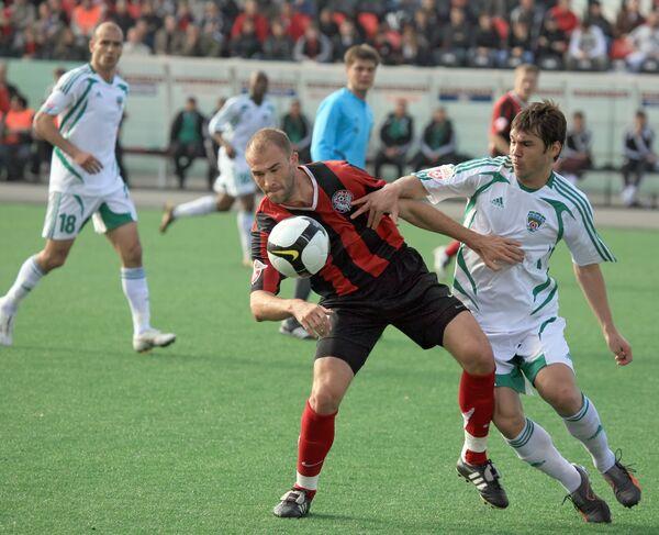 Георги Пеев (Амкар, слева) в матче между командами Амкар (Пермь) и Терек (Грозный).