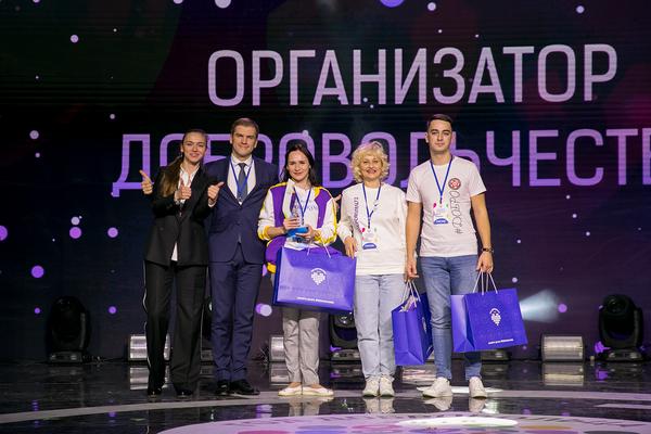 Добровольцам вручили памятные награды