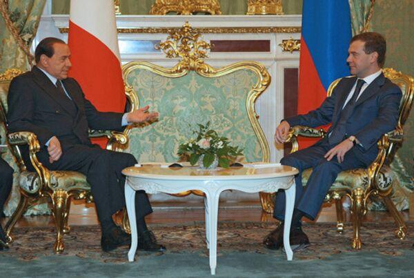 Медведев и Берлускони обсудят отношения РФ с ЕС и НАТО