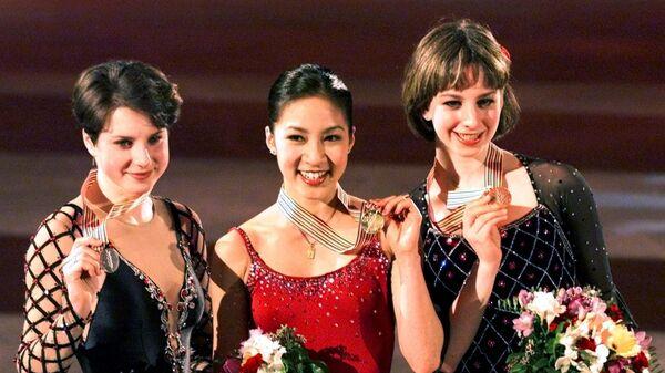 Призеры чемпионата мира по фигурному катанию 2001 года в женском одиночном катании: Ирина Слуцкая, Мишель Кван и Сара Хьюз (слева направо)