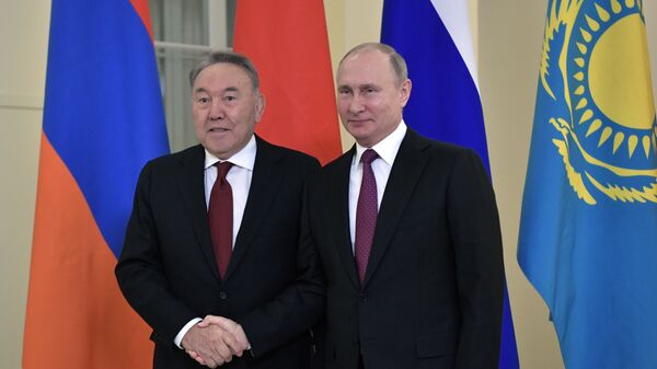 Президент РФ Владимир Путин и президент Казахстана Нурсултан  в Санкт-Петербурге