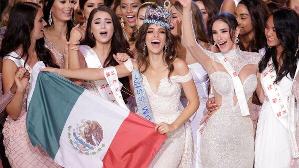 Мисс мира Ванесса Понс де Леон из Мексики на сцене конкурса в городе Санья, Китай. 8 декабря 2018