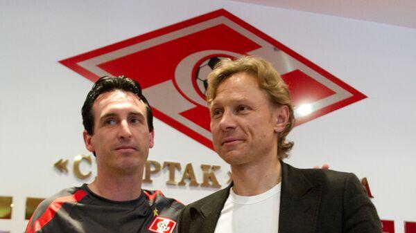 Унаи Эмери (слева) и Валерий Карпин