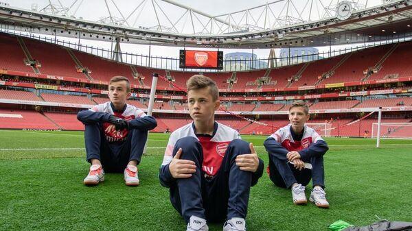 Юные футболисты на стадионе лондонского Арсенала