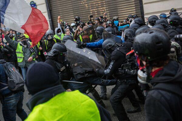 Акция протеста автомобилистов в Париже