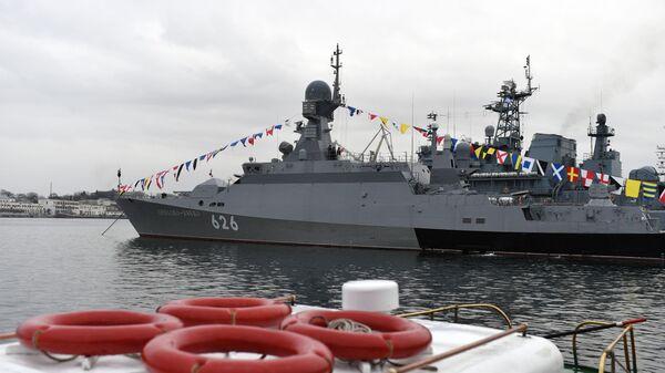 Торжественное поднятие флага на новейшем малом ракетном корабле проекта 21631 ВМФ России Орехово-Зуево в Севастопол