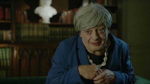 Скриншот видео пародии актера Энди Серкиса на премьера-министра Великобритании Терезу Мэй