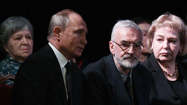 Президент РФ Владимир Путин на церемонии прощания с правозащитницей Людмилой Алексеевой