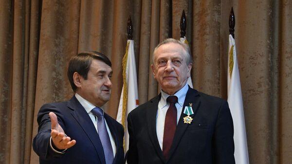 Глава Федерации фигурного катания на коньках России Александр Горшков (справа)