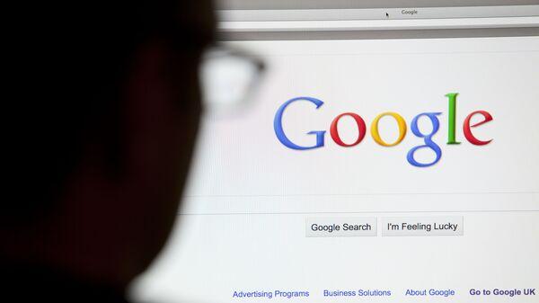 Страница Google.com на экране