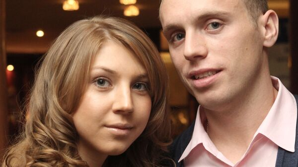 Футболист Локомотива Денис Глушаков с супругой Дарьей