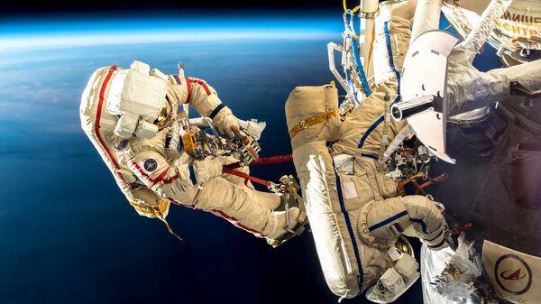 Выход в открытый космос космонавтов Роскосмоса Олега Кононенко и Сергея Прокопьева. 11 декабря 2018 год