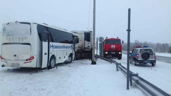 ДТП с участием грузового автомобиля и рейсового автобуса, следовавшего по маршруту Новосибирск-Кемерово. 14 декабря 2018