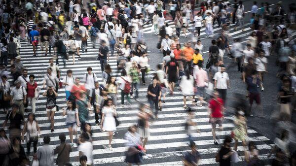 Люди на переходе в Токио