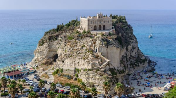 Город Тропея в провинции Вибо-Валентия региона Калабрия, Италия