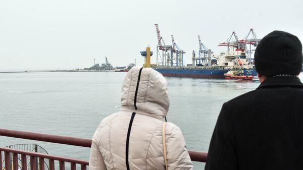 Эсминец ВМС США Карни в порту Одессы