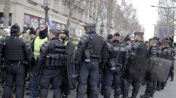 Число задержанных в столичном регионе Франции превысило 50 человек